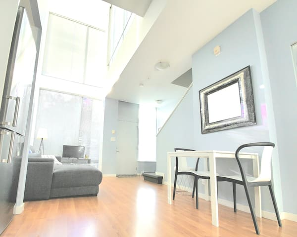 Urban Townhouse w Private Rooftop in City Centre