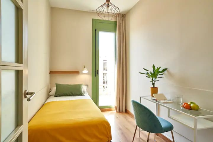 Single bedroom super light with balcony- in Sants