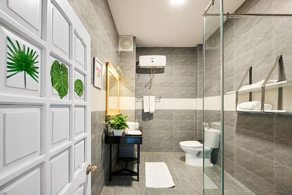 MODERN DOUBLE ROOM - washroom