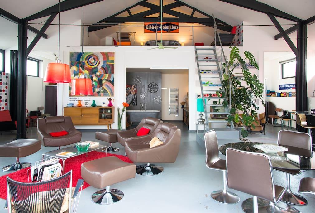 loft atypique dans un ancien cinema maisons louer le champ saint p re pays de la loire. Black Bedroom Furniture Sets. Home Design Ideas