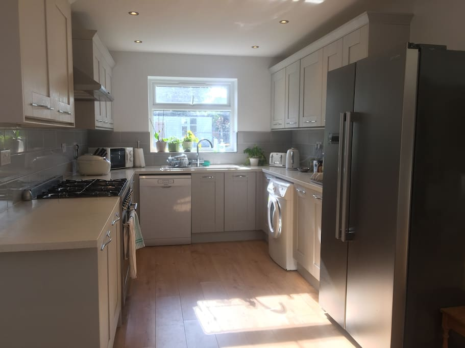 Big kitchen with six-hob gas cooker