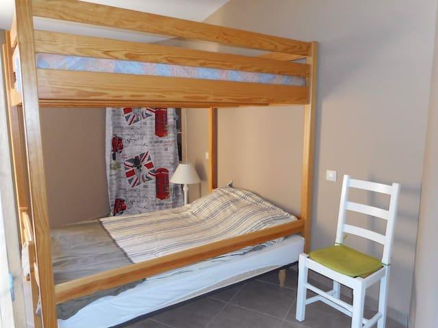 Chambre 2 avec lits de 140 superposés