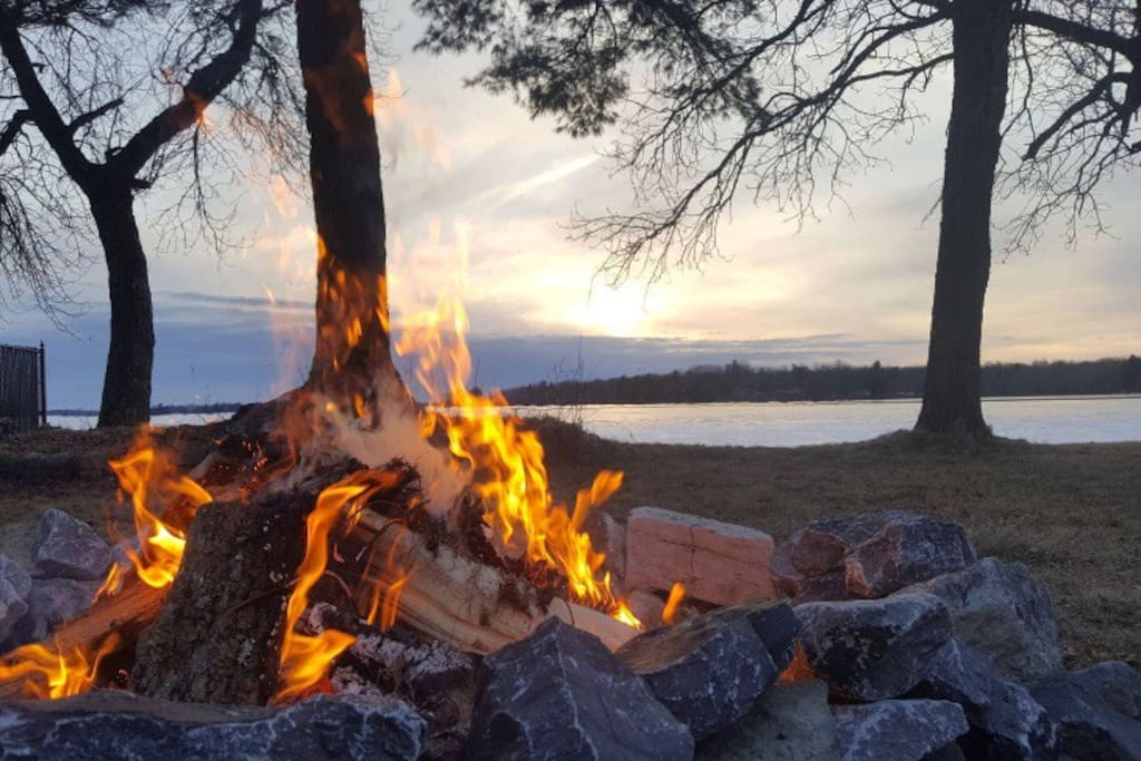 Picture of the fire pit on a cold evening. Thanks to our guest JUSTIN who shared the photo