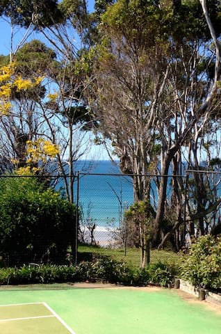 Hideaway atthe beach in Victor Ave, Sth Narrawalle - Mollymook - Flat