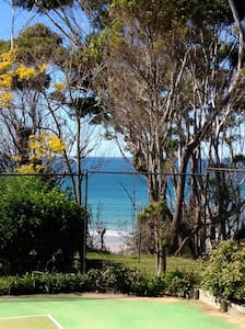 Hideaway atthe beach in Victor Ave, Sth Narrawalle - Mollymook