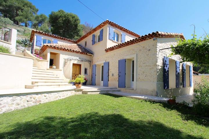Haut de Villa provençale  avec terrasse et jardin.