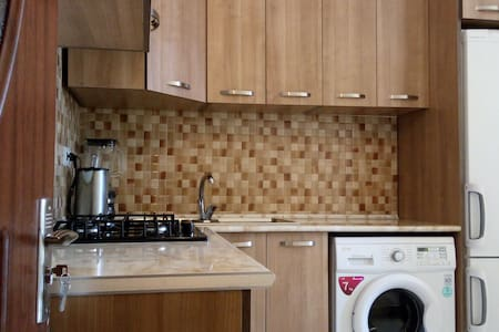 Cosy appartment (63m2) close to the center (10min) - 耶烈万 - 公寓