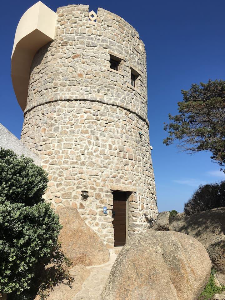 "The new renovated ""Tower of Love"" on the peninsula of ""Capo Testa"" nearby Santa Teresa di Gallura. Der neu renovierte ""Turm der Liebe"" auf der Halbinsel ""Capo Testa"" ganz in der Nähe von Santa Teresa di Gallura."
