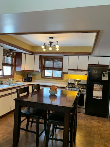 Fully equipped kitchen with new appliances!
