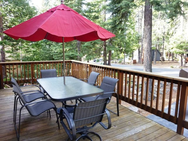 Large deck - Perfect for summer meals
