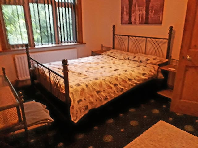 Lovely Double room avail in Country Cottage