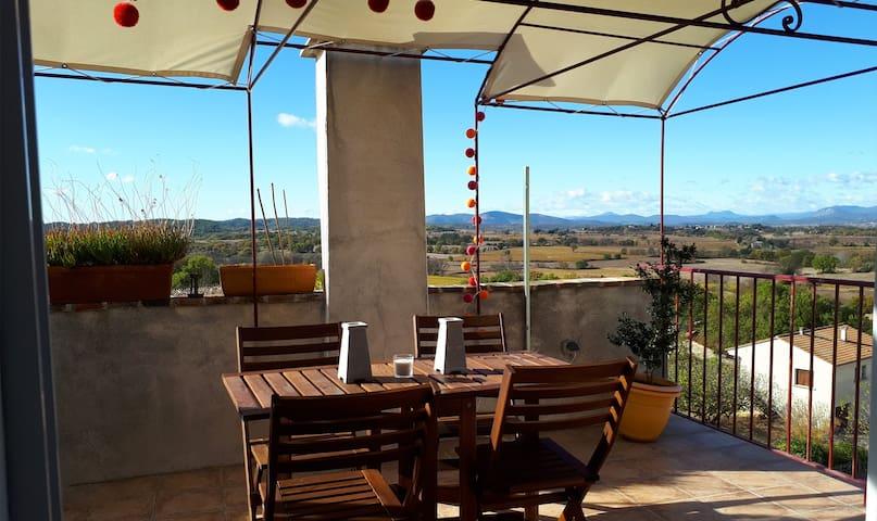 Maison de village avec toit terrasse