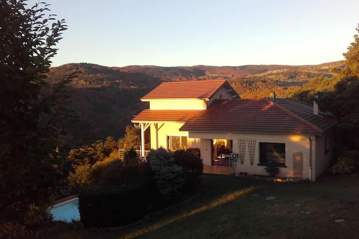 Maison avec piscine dans les Monts du Forez