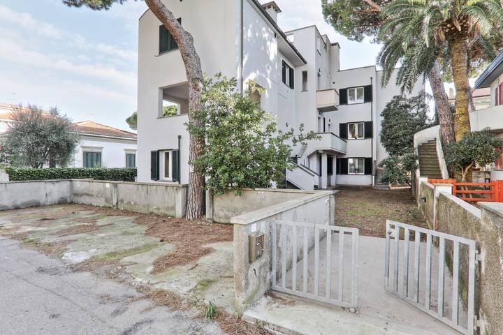 Appartamento zona Pineta, Lomare int.6