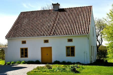 Lovely limestone farm cottage - Visby - Cabin