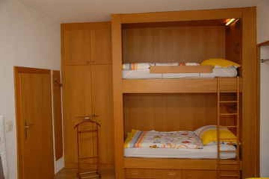 Stockbetten im Schlafzimmer 1