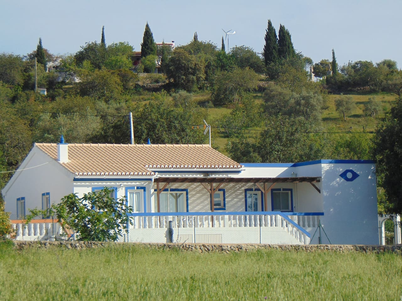 A beautiful bungalow designed in typical Algarvean style and combining modern convenience with rustic charm.