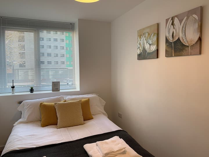 Modern, 2 Bed City Centre Apartment