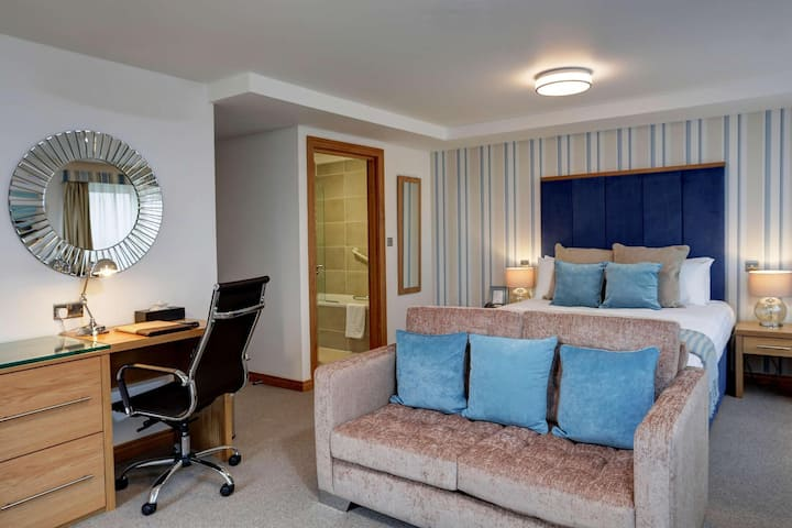 Essential and Business Travel Only: Bright Double Executive At Brighton
