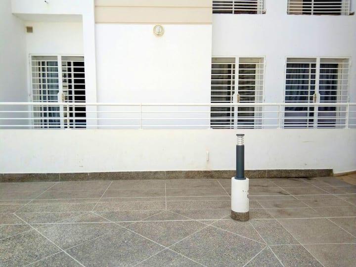 Apartamento de 2 habitaciones en Temara, con jardín cerrado