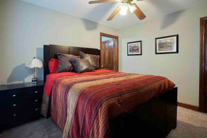Cozy Cary QN BR w/private area + minutes from RDU