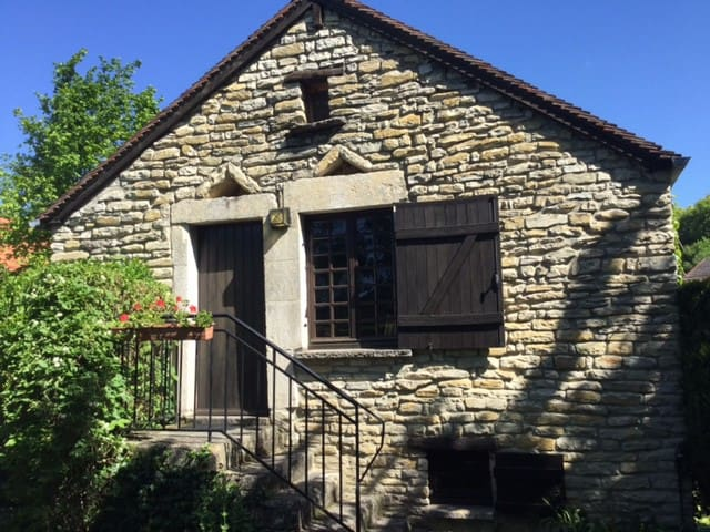 Romantic Cottage Stigny, Burgundy - Stigny - บ้าน