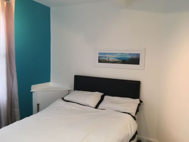 Double bedroom with shared shower, Free WiFi