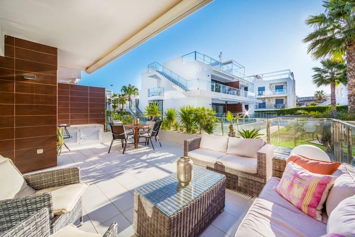 Delikat og moderne leilighet med stort basseng