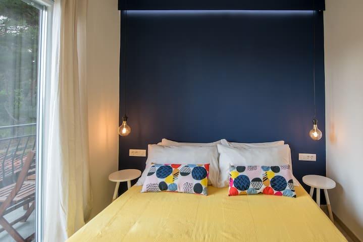 SPAVAĆA SOBA Bračni krevet (160x200), Madrac od memorijske pjene, Sjenila za zamračenje, podno grijanje