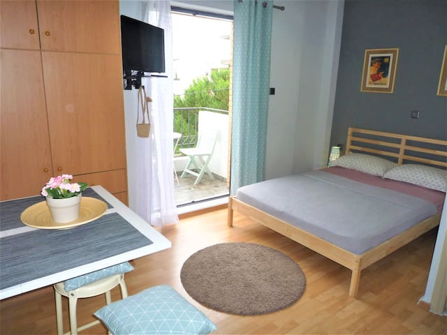 Double bed,cosy,2nd floor apartment-OAKA