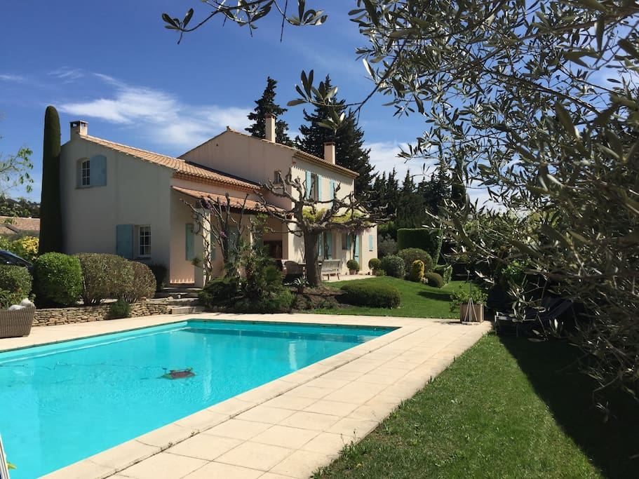 Chambre d 39 h tes exclusive bed breakfasts for rent in - Chambre d hote maussane les alpilles ...