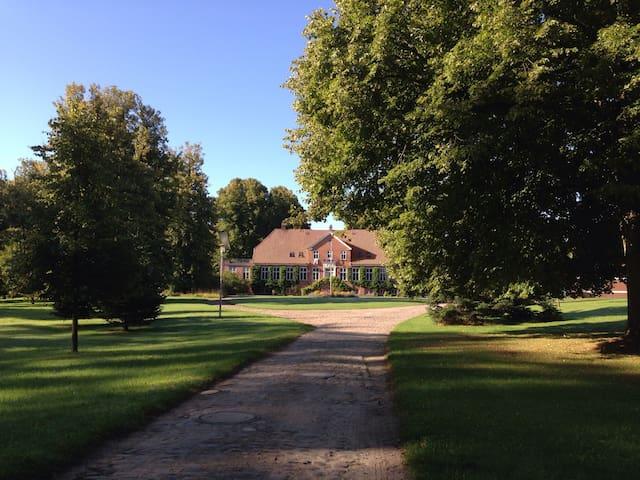 Wohnen auf dem Gutshof - Achterwehr - House