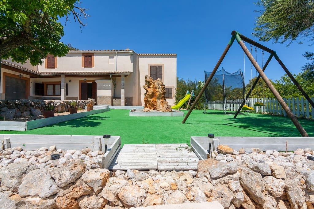 Casa rural con piscina en mallorca houses for rent for Casa rural catalunya piscina