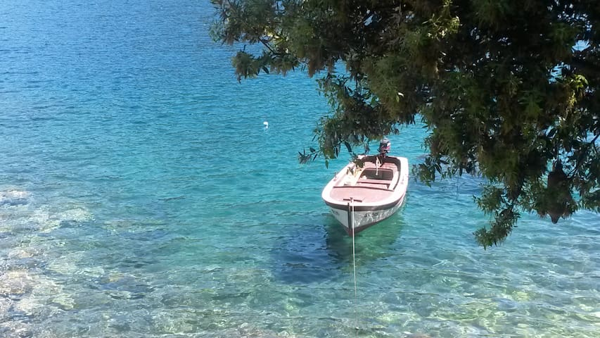 Mljet 4 You - seafront apartment