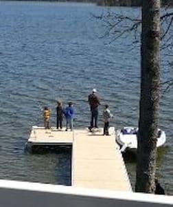 Tall Tale Lodge - Miller Lake