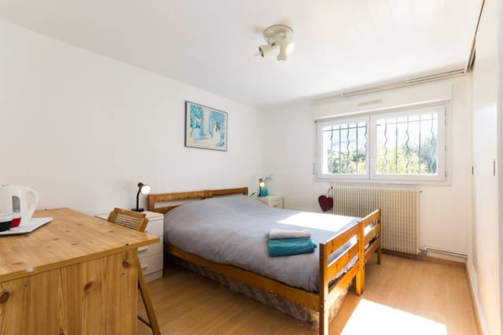 chambre double dans maison maisons louer grenoble rh ne alpes france. Black Bedroom Furniture Sets. Home Design Ideas