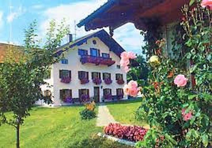 Urlaub auf dem Bauernhof (A8 Salzburg). - Surberg - House