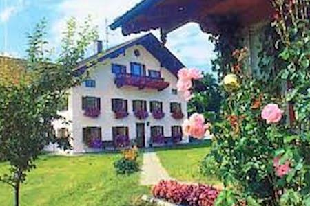 Urlaub auf dem Bauernhof (A8 Salzburg). - Surberg