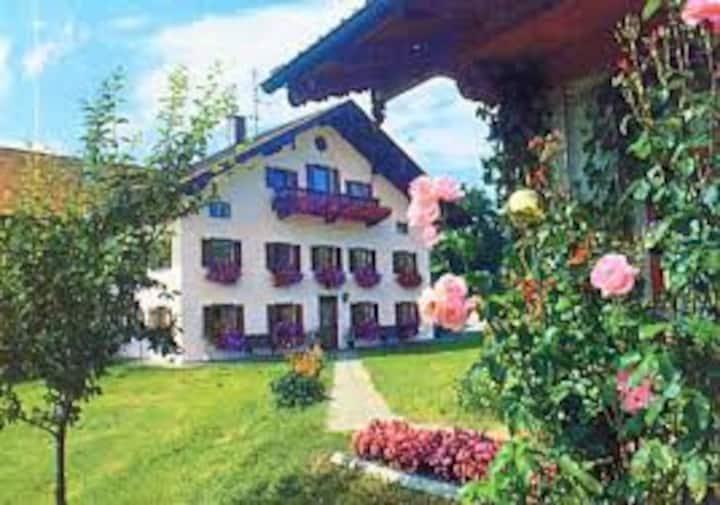 Hotelpension- Urlaub auf dem Biohof (A8 Salzburg).