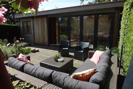 B&B Sunny Garden-chalet - Hillegom