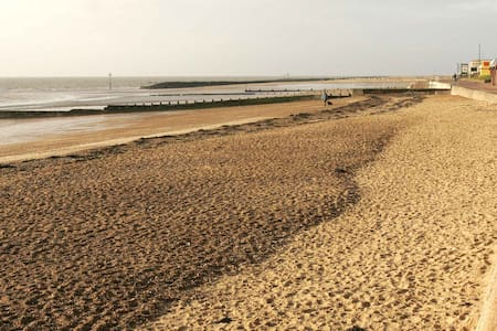 30 seconds to the sea! - Clacton-on-Sea