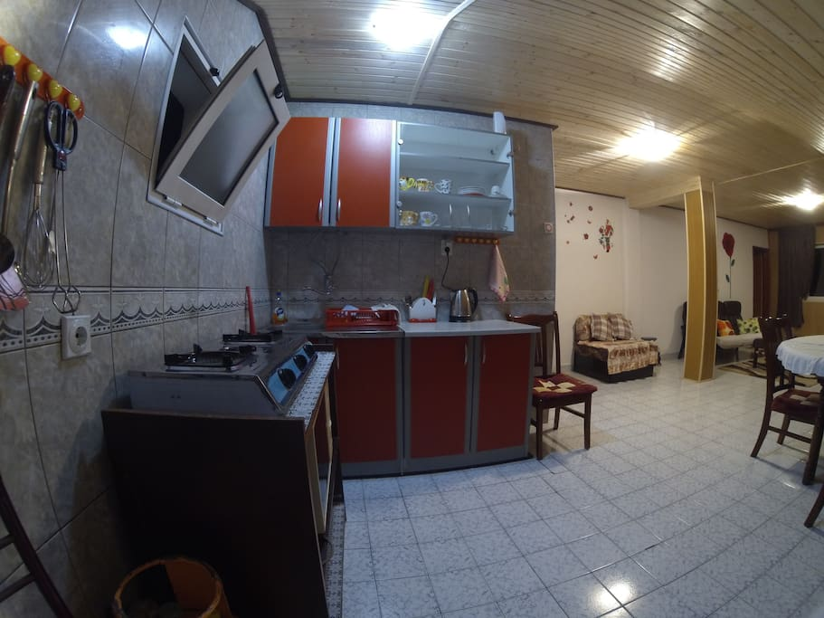 Practical and fully equipped kitchen.