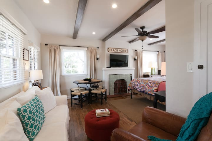 Adorable Spanish Casita in Coronado Sleeps 4