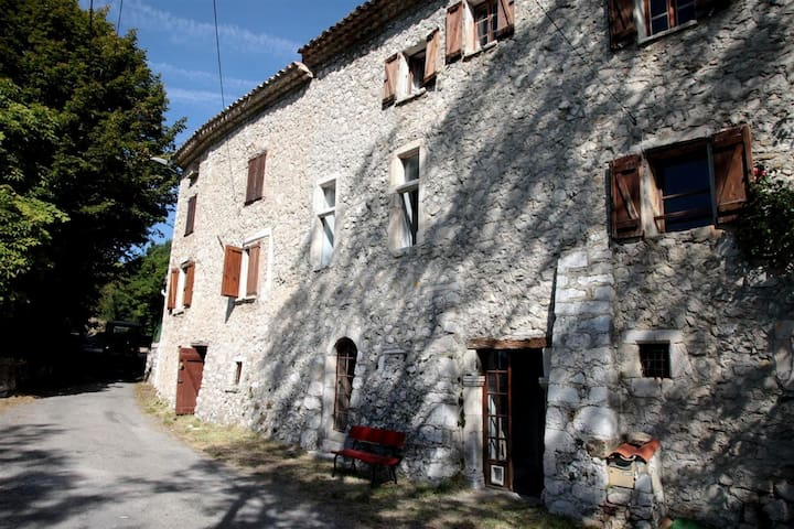 Le Mas de Mo, in the heart of the Verdon area