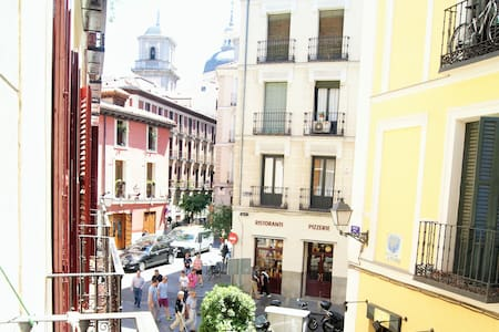 Room in the very heart of Madrid - มาดริด