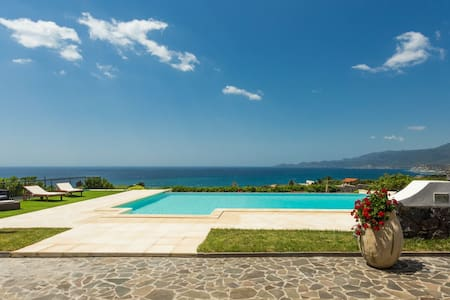 Appartamento in Villa con piscina. - Magomadas - Apartamento