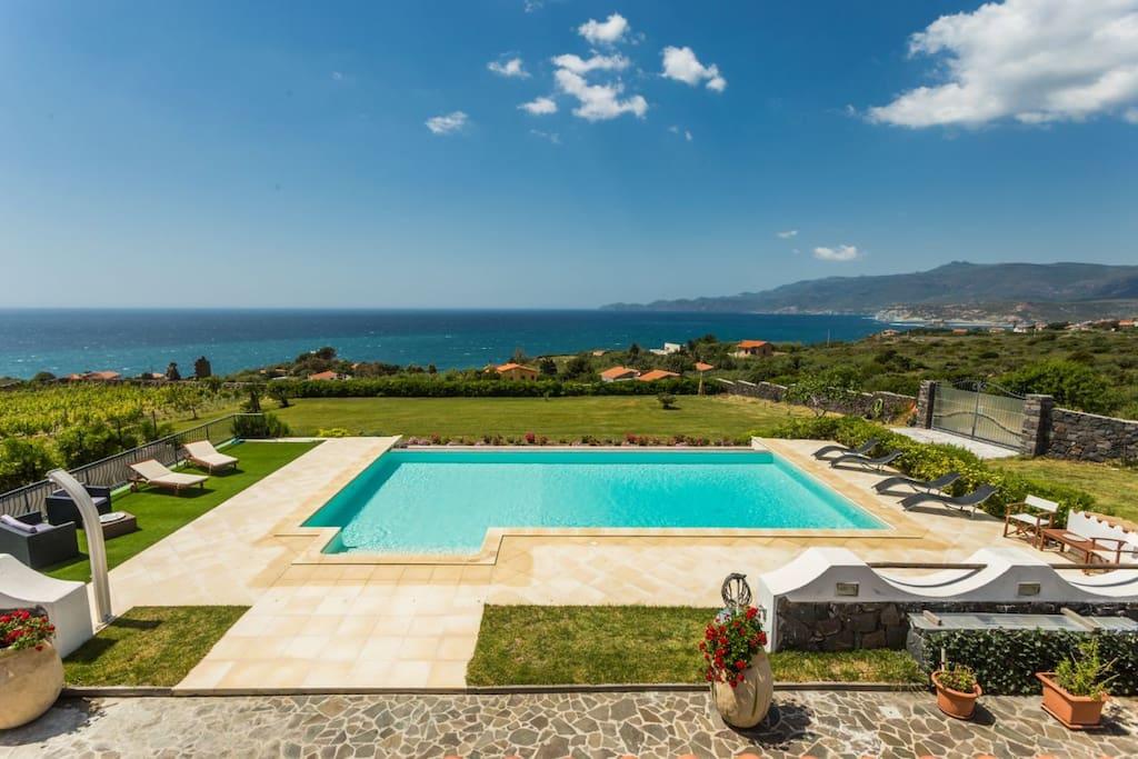 Appartamento in villa con piscina appartamenti in affitto a magomadas sardegna italia - Villa italia piscina ...