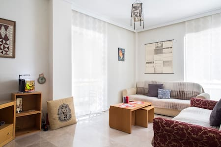 Athenian groovy apartment bedroom B - Athina