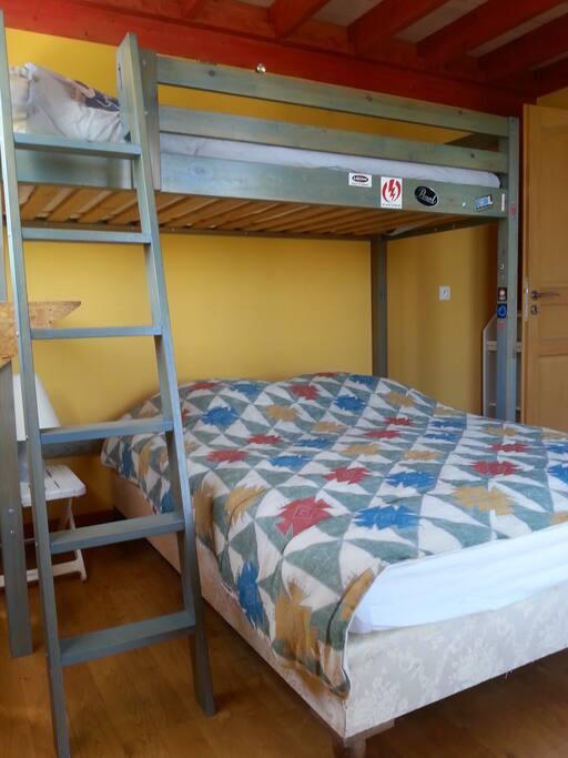 Chambre 2 (vue Ste Victoire) avec lit en mezzanine