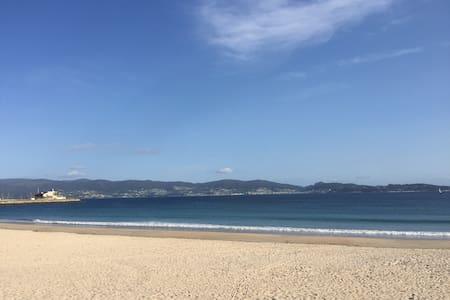 Sanxenxo, Excelente Passeio e Praia de Silgar... - Appartement